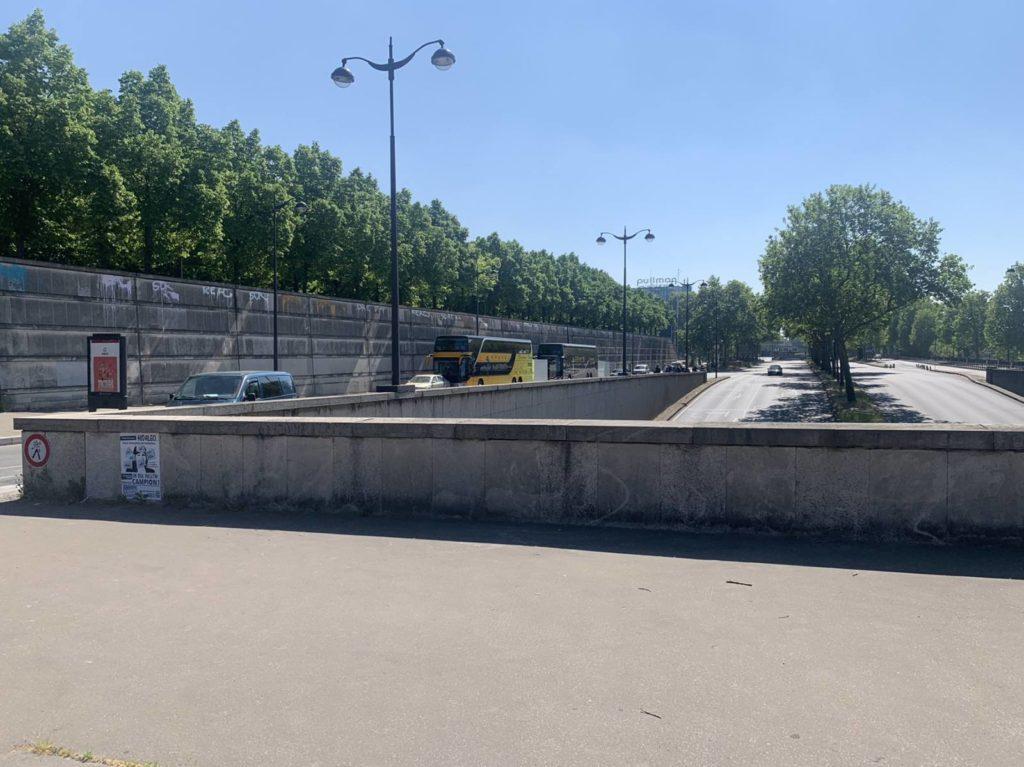 Пять автобусов с молдаванами, ехавшими из Франции, развернули на границе. Что случилось? (ФОТО, ВИДЕО)