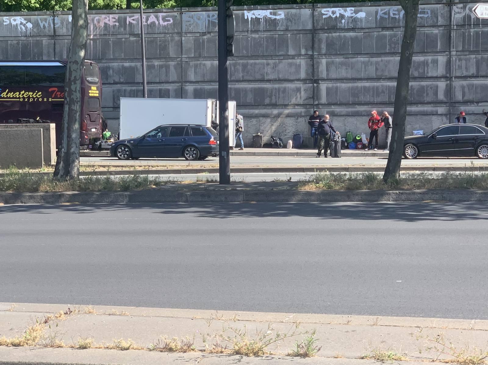 FOTO/VIDEO Mai multe autocare cu moldoveni au fost reîntoarse în Franța. Cursele nu erau autorizate