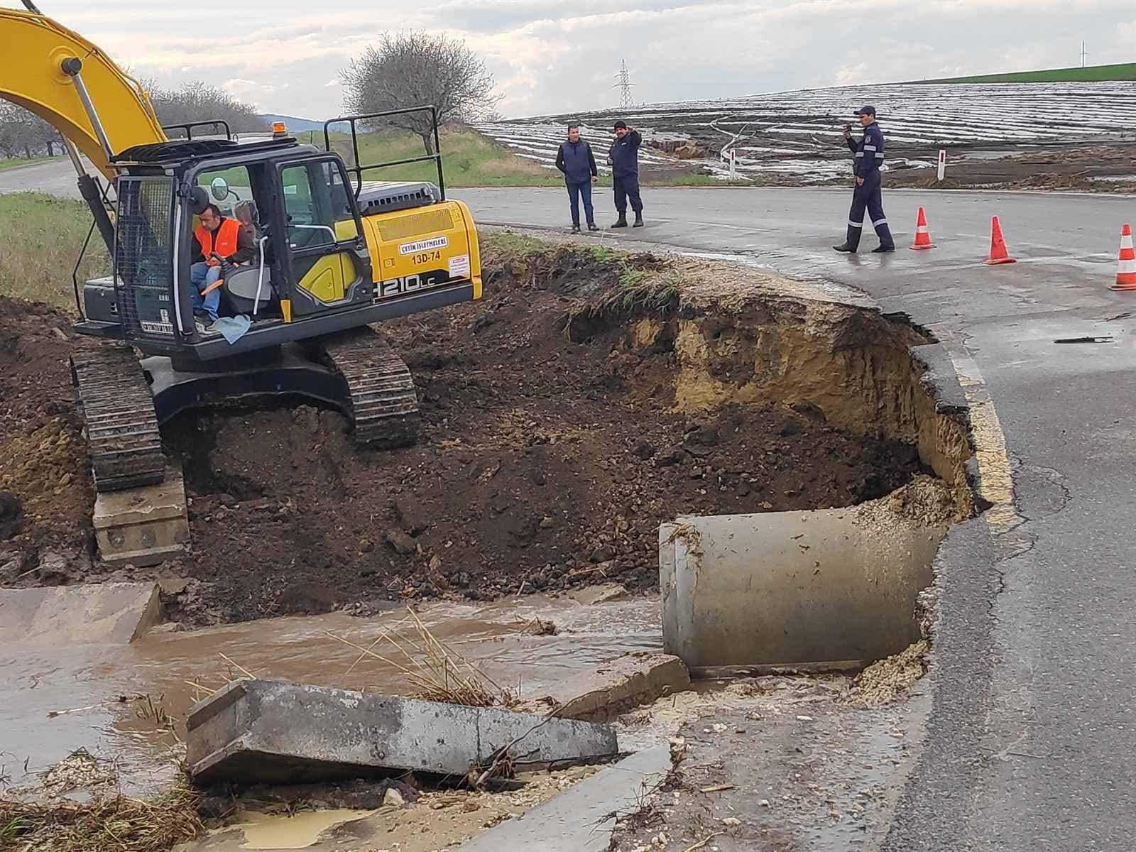 Размытые дороги изатопленные дворы. Дожди сградом нанесли ущерб нескольким районам Молдовы (ФОТО)
