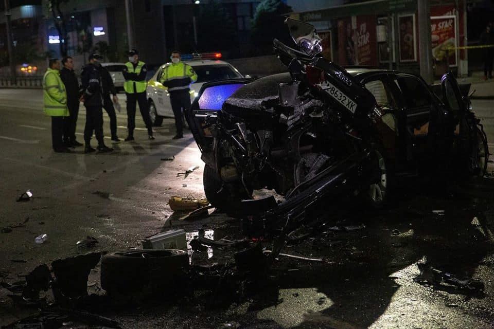 VIDEO Accident grav în centrul capitalei cu implicarea a patru mașini. Două persoane au decedat