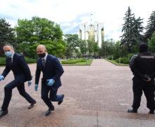 """Nu sunt fotolii pentru ei. Cine sunt deputații longevivi pe care Moldova """"i-a pierdut"""" după alegerile recente"""