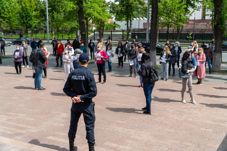 VIDEO Mai mulți comercianți, dar și angajați din domeniul HoReCa au protestat în fața clădirii parlamentului