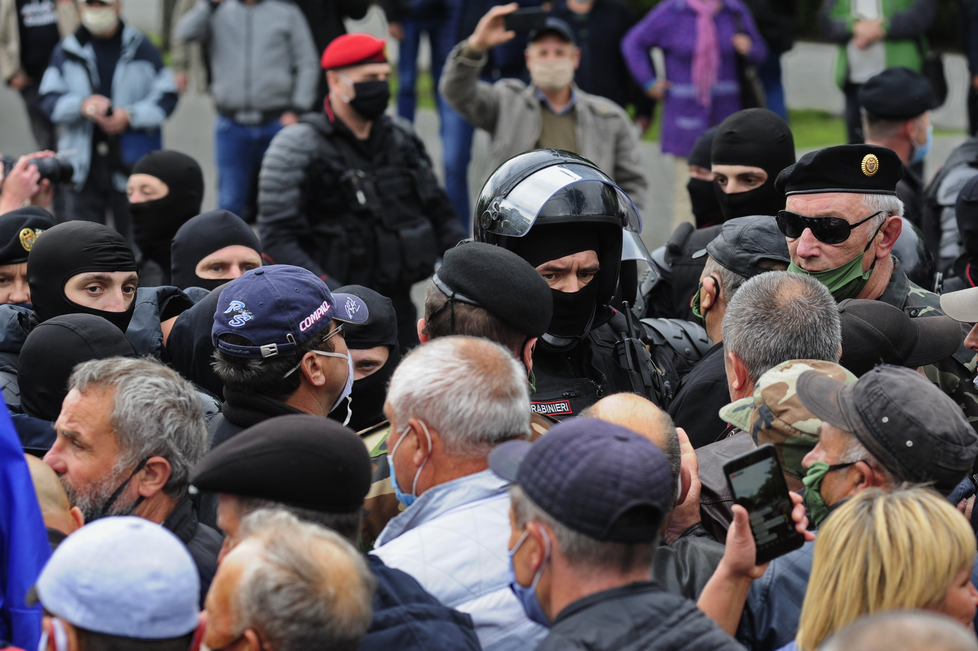 FOTOREPORTAJ Cum a avut loc protestul veteranilor în fața parlamentului