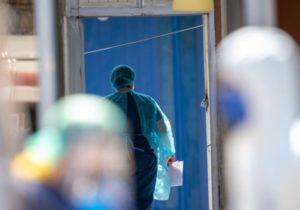 «Медиков из группы риска заставляли работать на первой линии». Как в Молдове во время эпидемии нарушают права человека