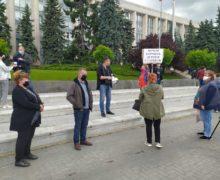 Вцентре Кишинева протестуют работники сферы HoReCa и торговцы рынков (ВИДЕО)