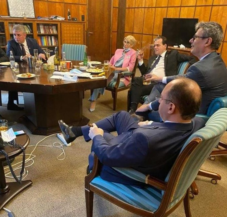 «Просто был мой день рождения». Орбан прокомментировал фото, накотором онкурит ивыпивает сминистрами всвоем кабинете (ОБНОВЛЕНО)