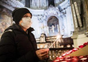 Igor Dodon propune ca bisericile să efectueze slujbe în interior, cu participarea enoriașilor