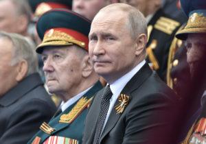Путин поручил провести парад Победы вМоскве 24июня