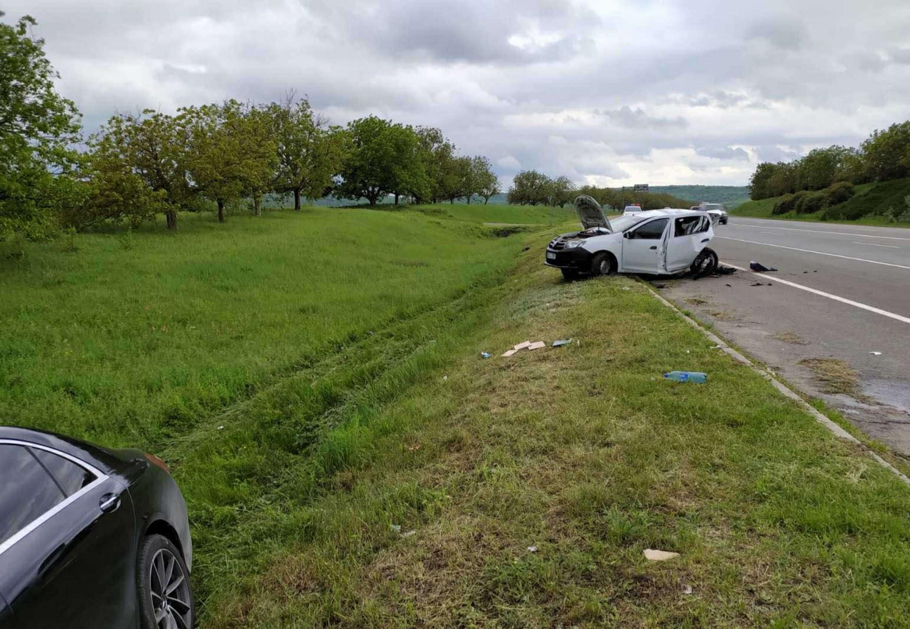 В Оргееве Mercedes врезался в машину полицейских (ФОТО)