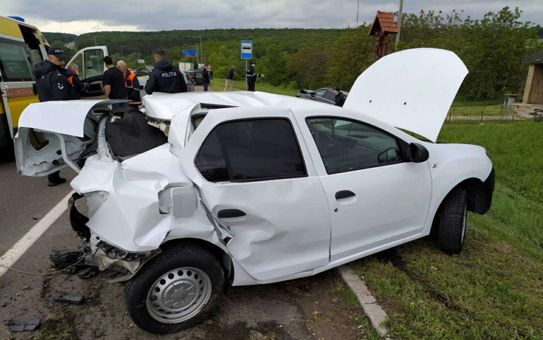 FOTO O mașină a poliției a fost accidentată la Orhei. Un angajat al INSP a ajuns la spital