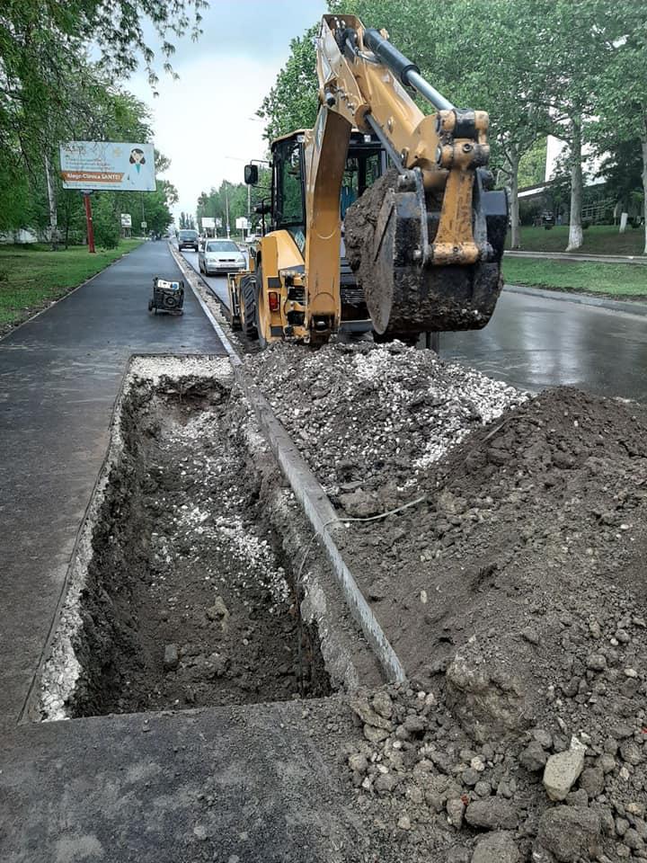 """FOTO O porțiune din trotuarul recent reparat de pe strada Nicolae Testemiţanu s-a surpat. Explicațiile directorului întreprinderii """"Exdrupo"""""""