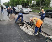 ВКишиневе наодной изулиц провалился асфальт. ВExdrupo объяснили, как это произошло