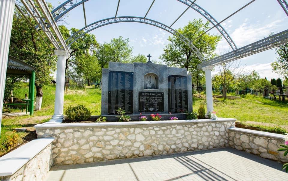Mitropolitul Vladimir a sfințit o fântână din Sadova. Mesajul lui Igor Dodon în prima zi de Blajini