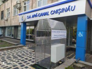ВКишиневе вход вофис Apă-Canal оснастили устройством для дезинфекции (ФОТО)