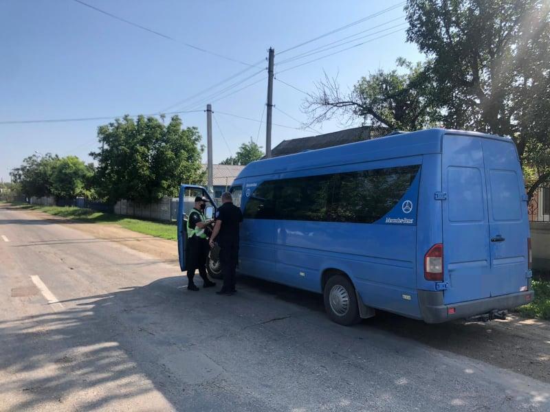 FOTO Poliția continuă acțiunile de verificare a respectării măsurilor de sănătate publică de către transportatorii de pasageri