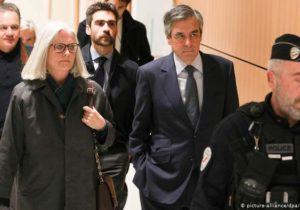 Бывшего премьер-министра Франции приговорили кпяти годам тюрьмы зафиктивное трудоустройство жены