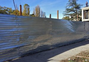 «Они установили забор и чувствуют себя хозяевами». Мэрия Кишинева обжалует решение суда, разрешившего строительство АЗС у парка на Димо