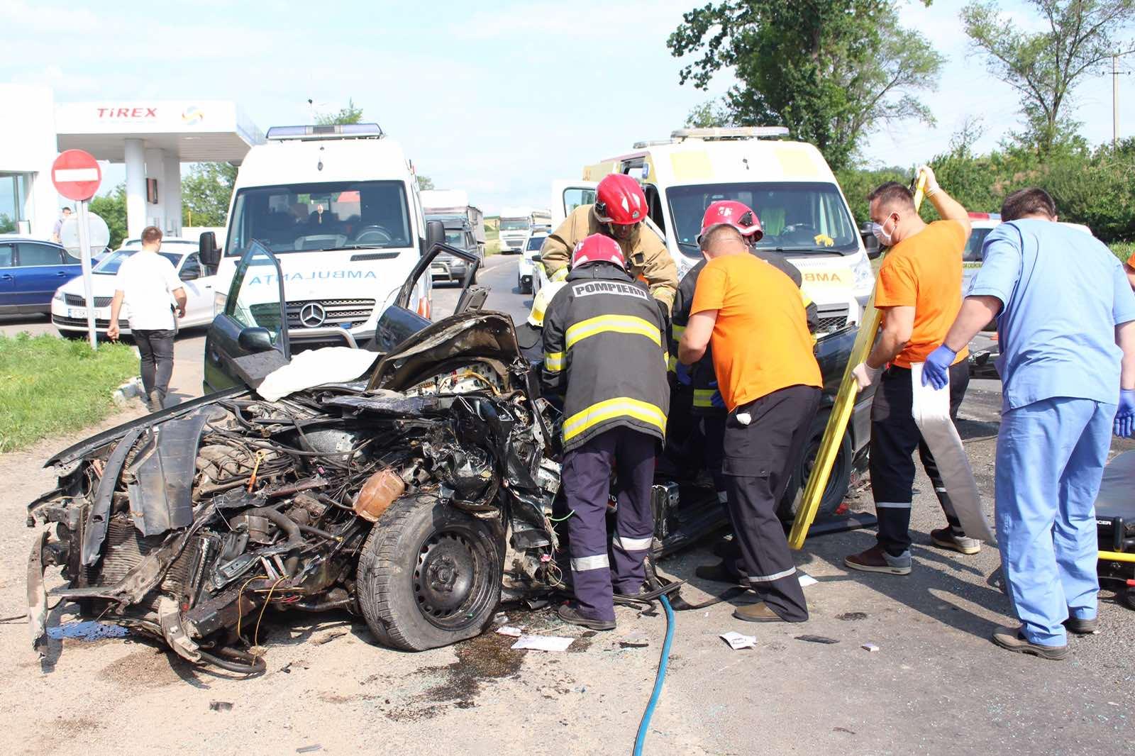 Вблизи Бельц автомобиль столкнулся сгрузовиком. Есть пострадавшие (ФОТО)