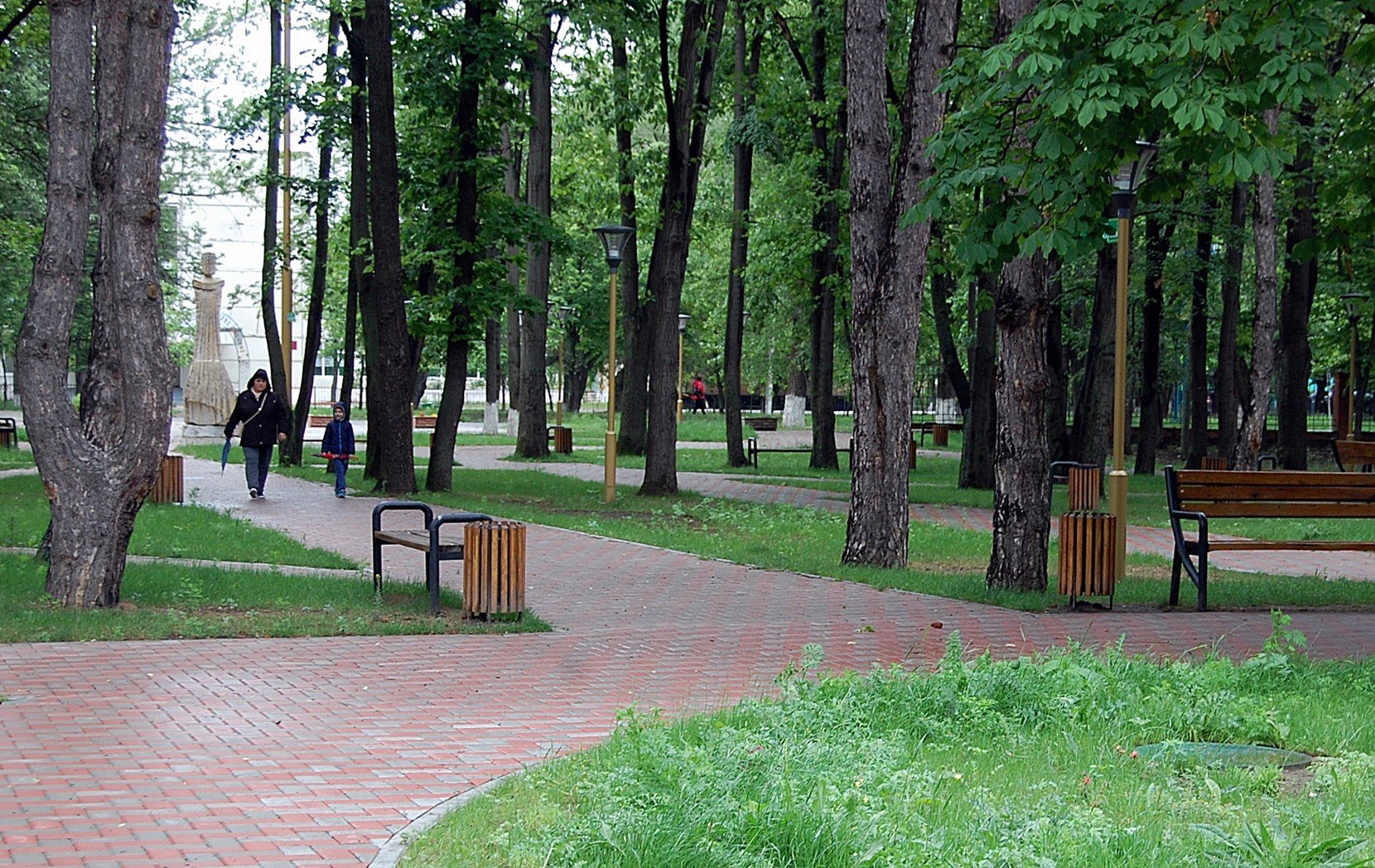 """FOTO Parcul central din Ungheni, reabilitat din banii României și redenumit """"Micul Cluj"""""""