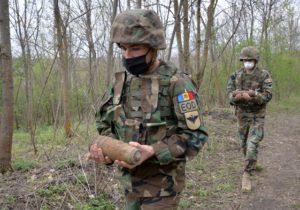 Misiune amplă de deminare în raionul Ialoveni. Geniștii au descoperit 770 obiecte explozibile