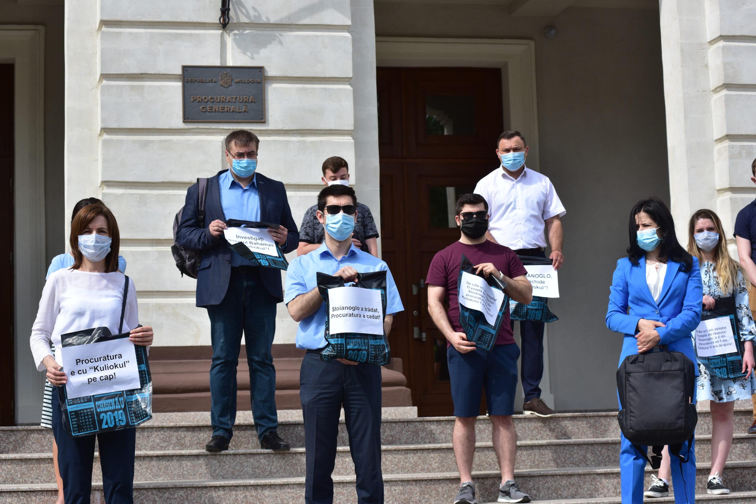 PAS устроила протест перед Генпрокуратурой из-за видео Додона с Плахотнюком. Что сказали на это в ведомстве (ФОТО)