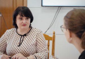 """""""La noi nu s-a întâmplat prăbușirea sistemului de sănătate"""". Interviu NM cu ministrul sănătății, Viorica Dumbrăveanu"""