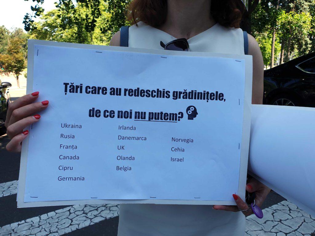 «Одно из решений — суд». Как в Кишиневе протест против закрытых детских садов остался без ответа властей