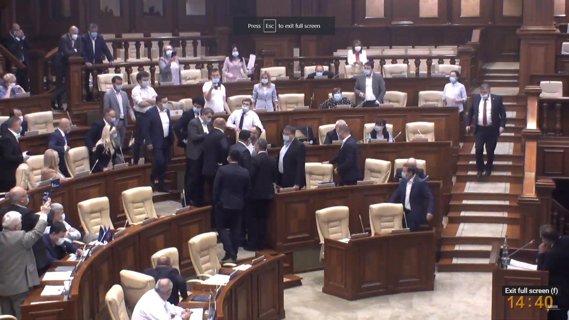 (LIVE) Guvernul Chicu - a fi sau a nu fi? Moțiunea de cenzură este dezbătută în parlament