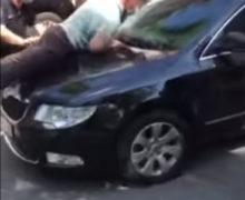 VIDEO Deputatul Vladimir Cebotari a ajuns pe capota unei mașini