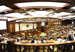 «Выборы президента уже сфальсифицированы». Как в парламенте «бились» за поправки в закон о выборах