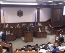 Депутаты от оппозиции покинули заседание парламента