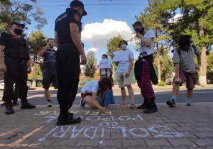 «Саша, уходи». Активисты OccupyGuguță протестуют упосольства Беларуси вКишиневе (ВИДЕО)