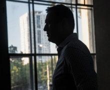 «Налить себе водички превращается в целый аттракцион». Навальный рассказал о своем лечении