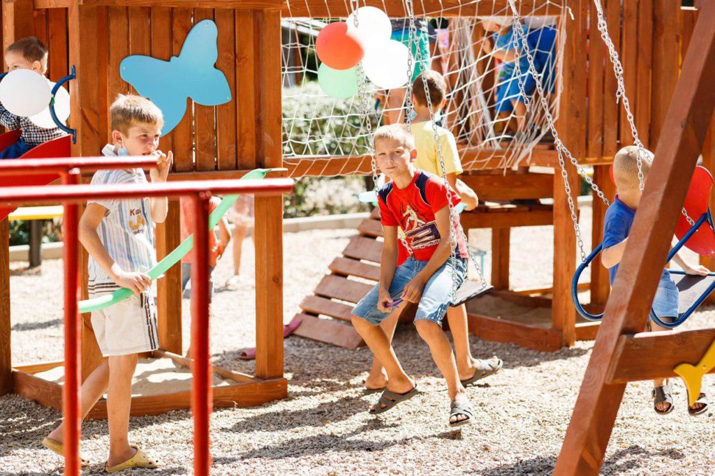 Еще вдвух селах открыли детские площадки врамках проекта партии «Шор»