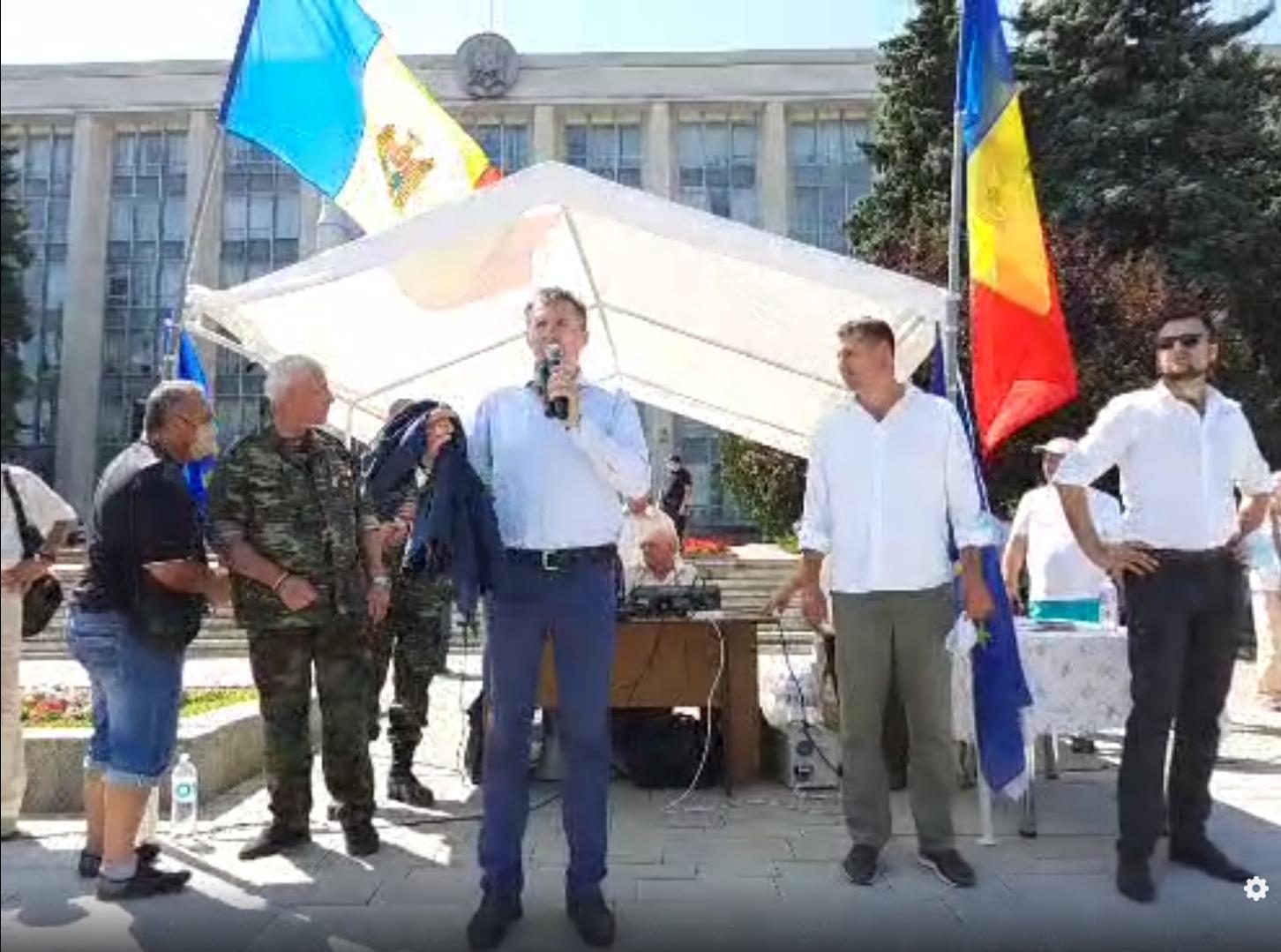 Наглавной площади Кишинева проходит протест (ВИДЕО)