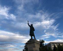ВКишиневе памятник Штефану чел Маре облили зеленкой