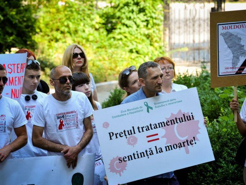 """""""Sub influența medicamentelor, oamenii încercau să se sinucidă"""". Cum luptă Moldova cu hepatita C"""
