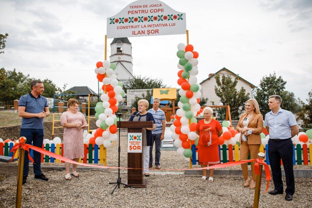 Partidul ȘORainaugurat două terenuri dejoacă pentru copii încă îndouă sate