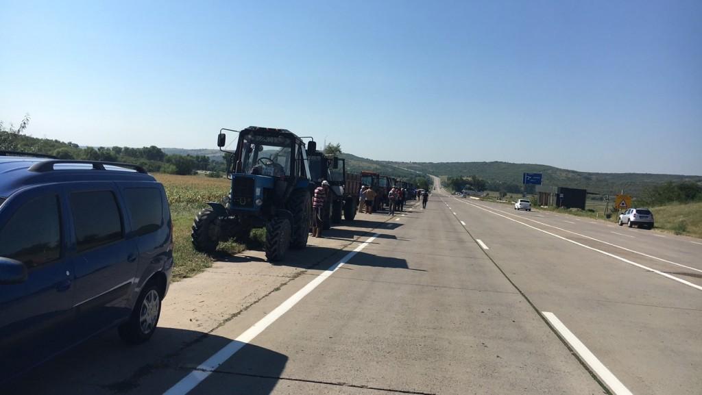 FOTO Agricultorii din peste 10 raioane ale țării au ieșit la protest