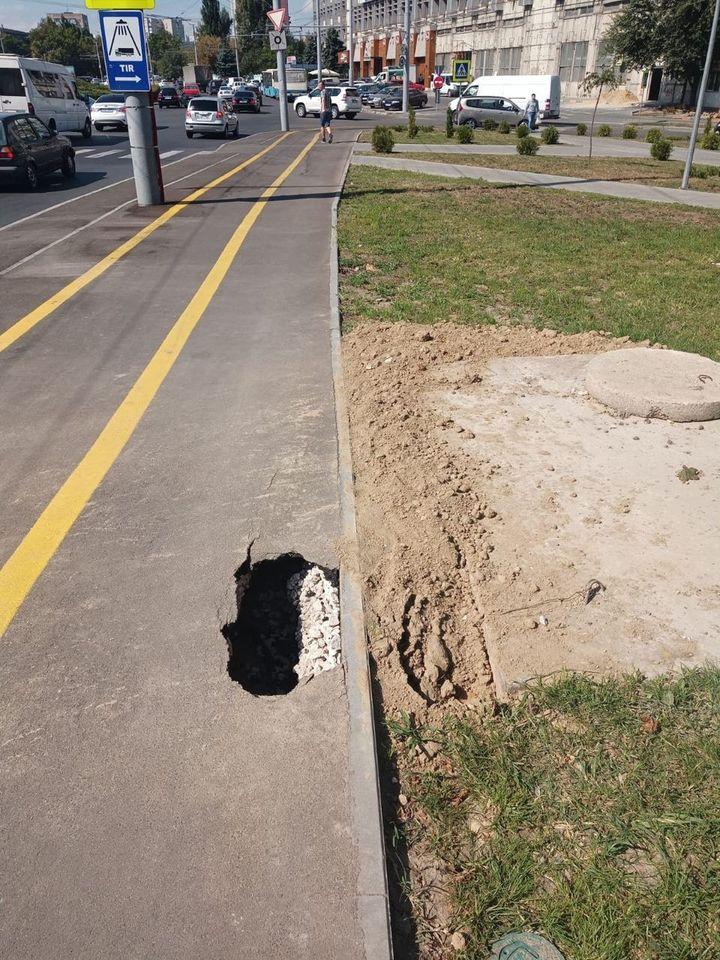 ВКишиневе наотремонтированной улице провалился асфальт. Как это объяснил Чебан