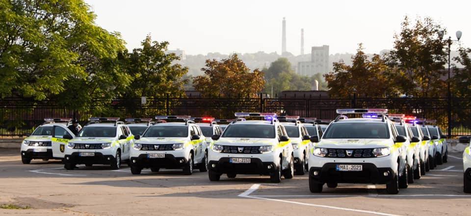 """(FOTO) """"Vom interveni în orice colț al Republicii Moldova"""". Polițiștii au primit 52 de mașini noi de teren"""