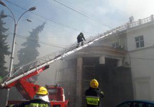 Пожар в центре Кишинева. Загорелась крыша Национальной филармонии (ВИДЕО)