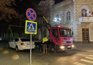 Statul nu va primi niciun leu. Cine va câștiga din evacuarea automobilelor din Chișinău