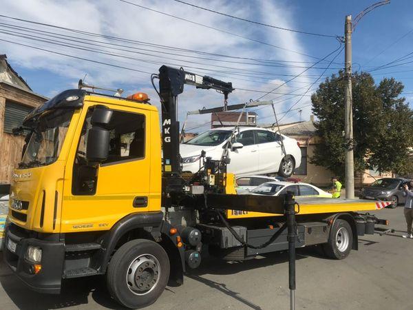 ВКишиневе эвакуировали первые авто нарушителей правил парковки (ФОТО, ВИДЕО)