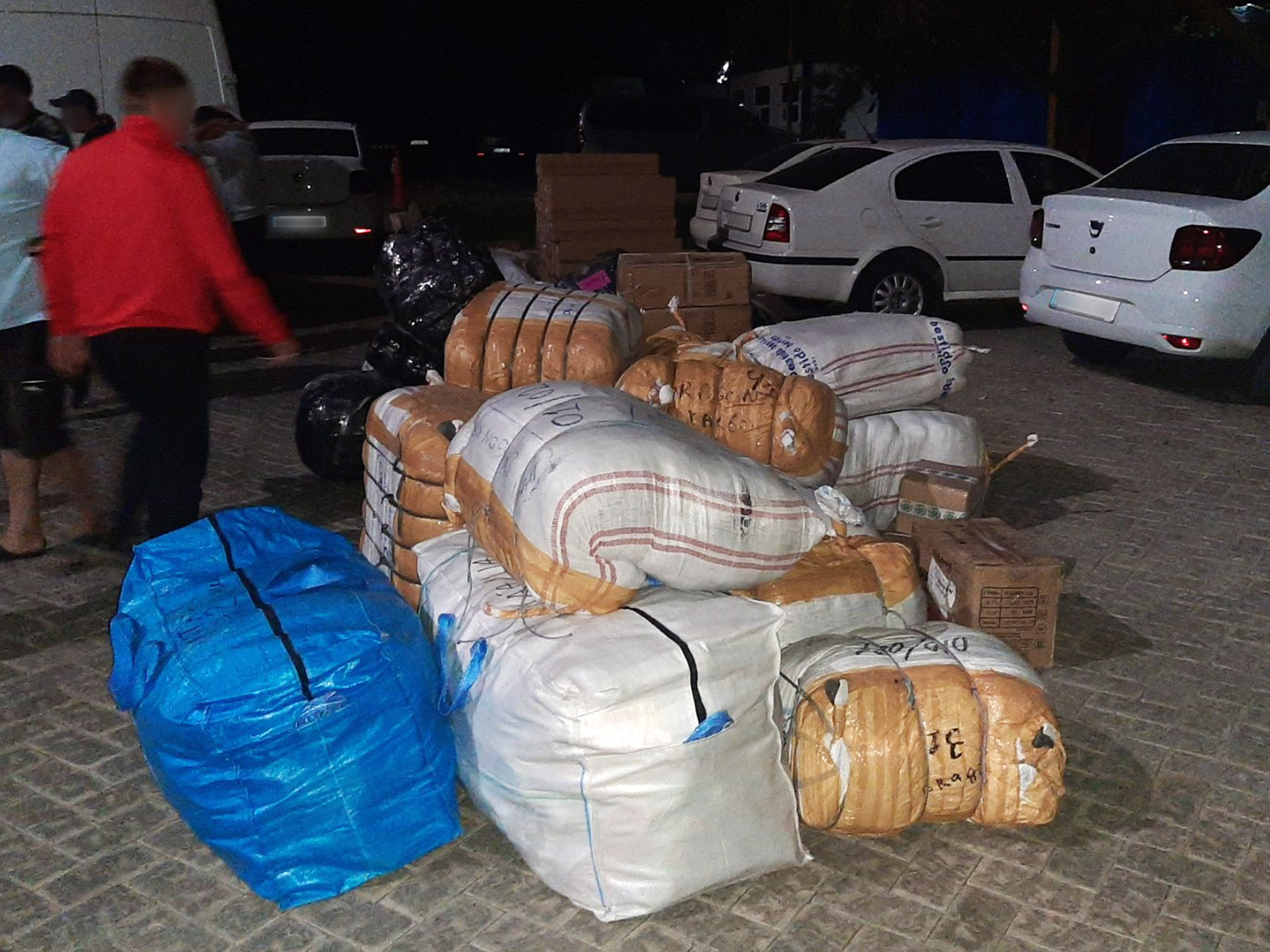 Mărfuri de peste 1 milion de lei din Ucraina, introduse ilegal în R. Moldova. Contrabandiștii riscă până la 10 ani de închisoare (VIDEO)