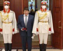 СМИ: Додон наградил орденом «Gloria Muncii» скандально известного бизнесмена Михаила Айзина (ОБНОВЛЕНО)