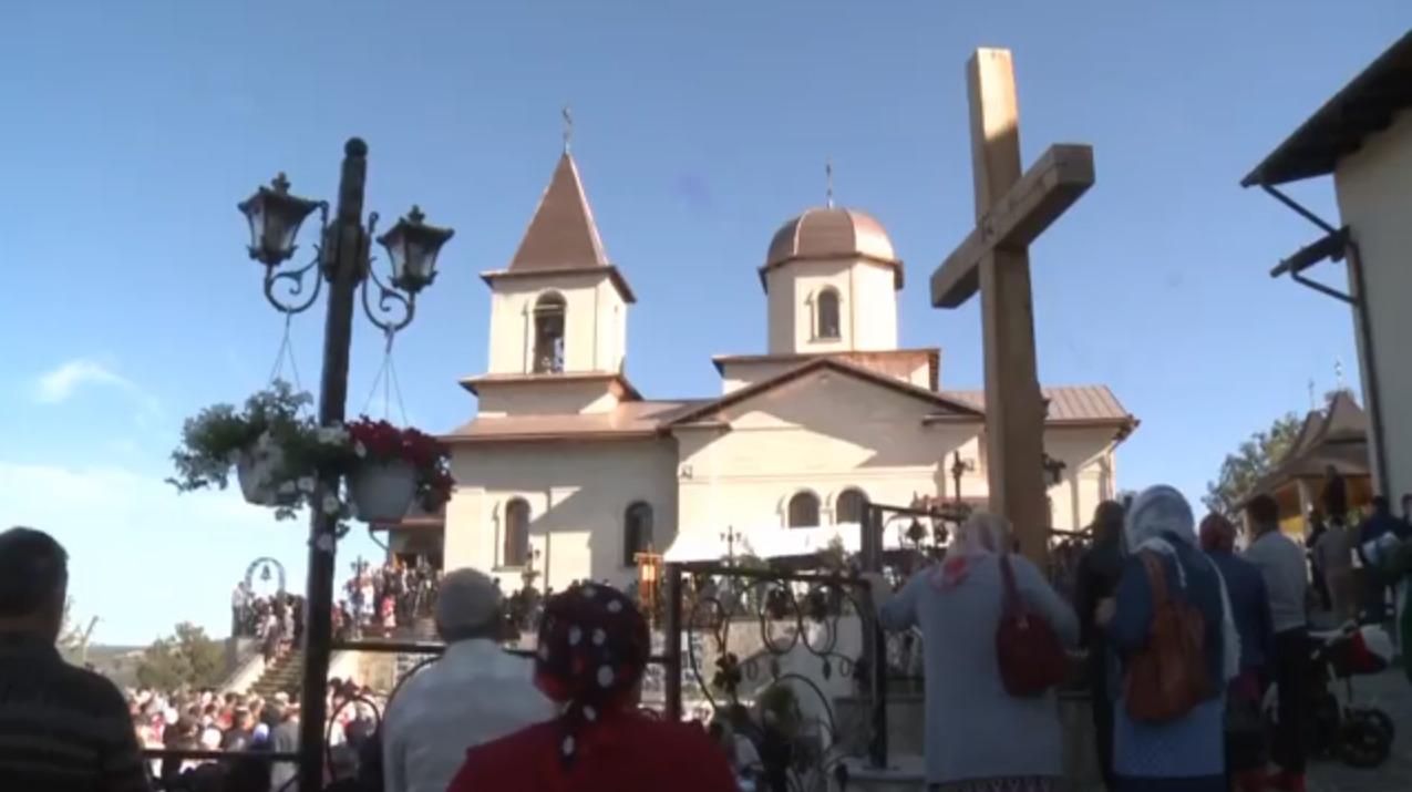 Массовая литургия вмонастыре Ниспоренского района. Додон «пожелал всем здоровья» (ФОТО, ВИДЕО)