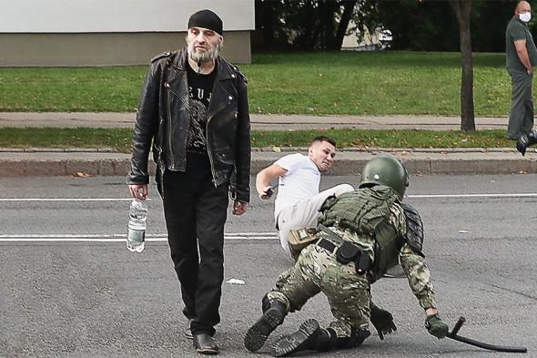 (FOTO) MAI din Belarus a anunțat câte persoane au protestat duminică. Au fost reținuți circa 800 de manifestanți