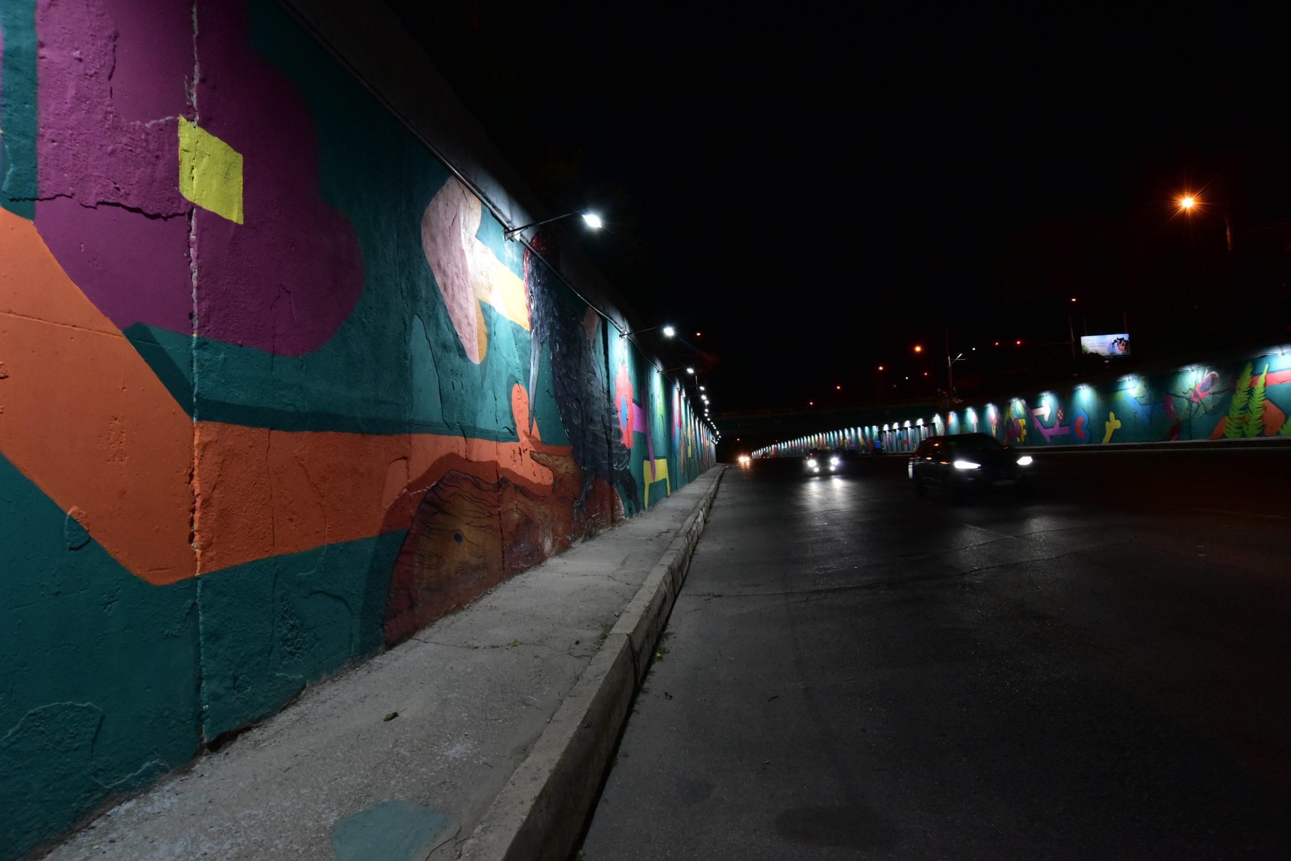 Как выглядит вечером мост наТелецентре, украшенный граффити. Фоторепортаж