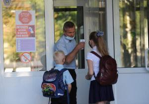 В Кишиневе 48 классов закрыли на карантин из-за COVID-19. Более 1600 учеников перевели на онлайн-обучение